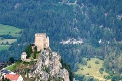 Mit der Seilbahn nach Ladis: Imposante Ausblicke auf die alte Burg