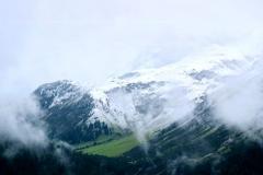 Irgendwo zwischen Grün, Weiß und Blau lasse ich mich auf den Kraftort und die Schönheit des Augenblick ein.