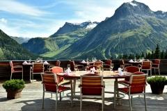 Das Panorama-Restaurant verwöhnt mit ausgezeichneter Kulinarik und dem Weitblick in die alpine Landschaft; © Hotel Goldener Berg